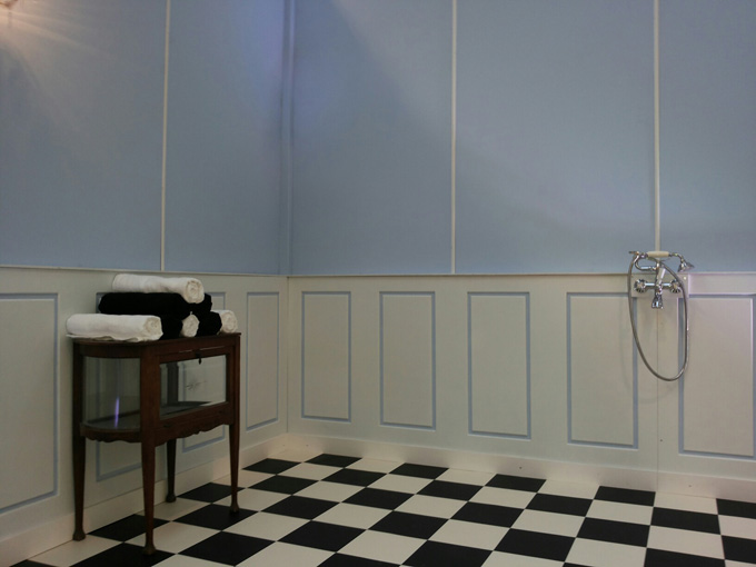 Lambrisering Op Badkamer : Lambrisering maken van behang